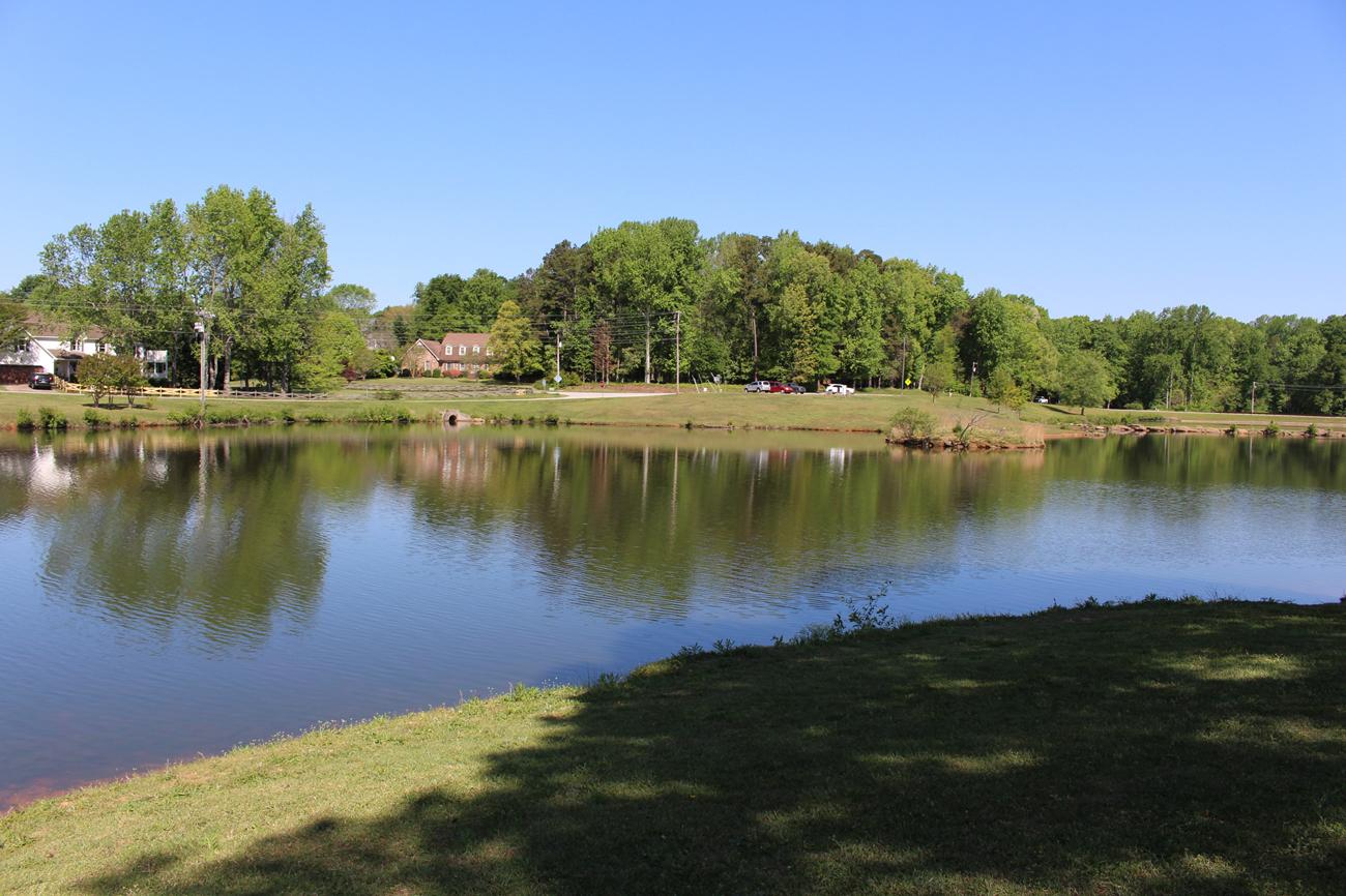 Wide shot of Oak Grove Lake