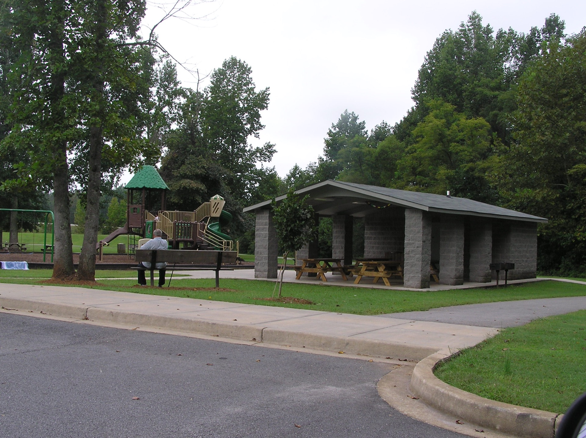 Poinsett Park shelter and playground