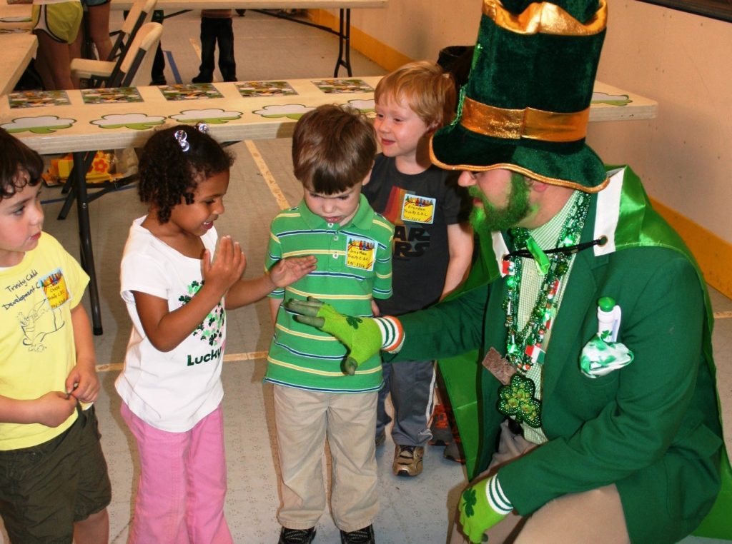 Leprechaun greeting children